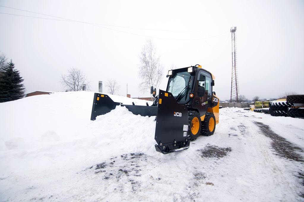 Аренда Трактор JCB 4CX + Отвал для снега