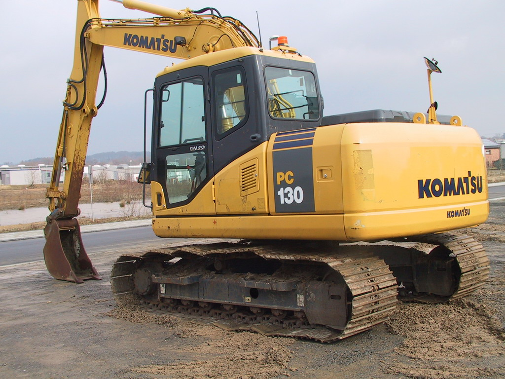 KOMATSU PC130-7